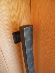 鍛鉄のドアハンドル
