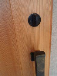 ドアハンドルに合う黒い鍵