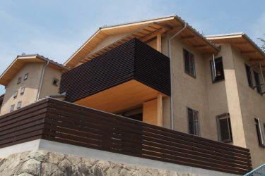 素材にこだわった家が、自然に、そこに存在する。