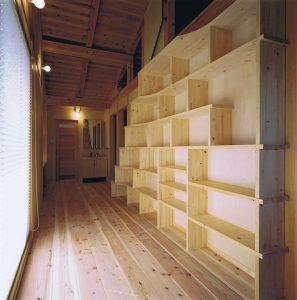 ロフトに上がる本棚階段