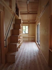 個室をつなぐ共有スペース