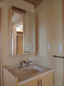 鏡内部が収納のサブ洗面台