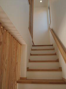 階段を上がると2階にも格子が設けられています