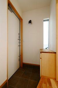 コンパクトな玄関と玄関収納