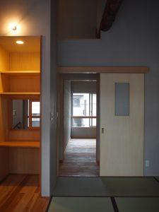 2階の個室は全て引戸なのであけて過ごすと風通し良く一体の空間として使えます