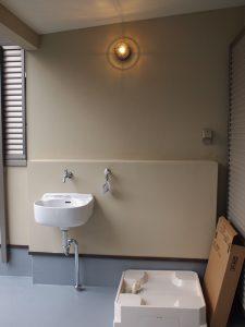 バルコニーに設けた洗濯スペースとマルチシンク。