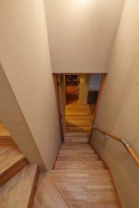 階段から見たリビング