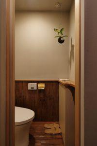 昭和ガラスの家1階トイレ